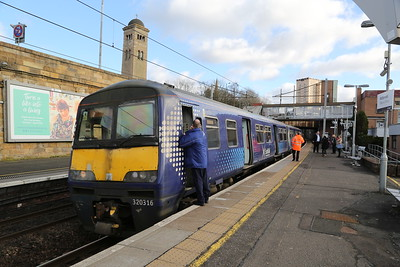 320316 presumably ex Lanark terminates at Motherwell during major signal failure