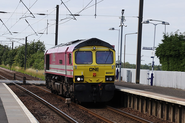66587 on the 1111 Mossend - Millerhill route learner, at this point 33E having not taken a full hour for lunch at Coatbridge FLT. Kirknewton 31 July 2020