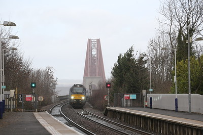 68033 comes off the Bridge with 68006 on the rear - 2Z10 Kirkcaldy to Haymarket Platform 0