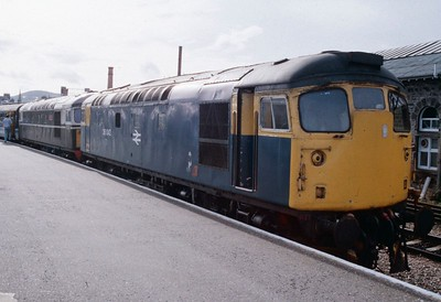 26042 and 26001 ready to return to Edinburgh with 1B36 railtour