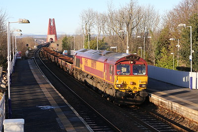 66078 6K25 really dull consist at Dalmeny.  Sun could have been about 100 million miles higher.  080215