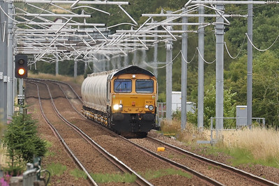 66741 Swanage Railway approaches Livingston South with 6S45 North Blyth to Fort William 29th July 2021