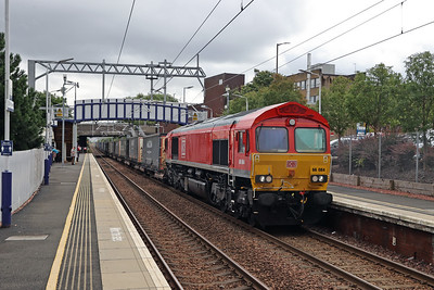 66084 passes Falkirk Grahamston with 4M30 Grangemouth - Daventry on 7th August 2021