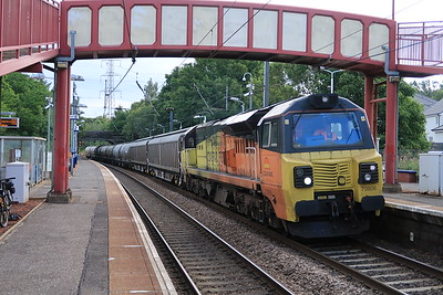 70806 6B32 Oxwellmains - Viewpark passes Curriehill 24 July 2020