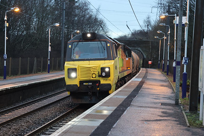 70816 6D62 Oxwellmains - Viewpark catches me unawares at Curriehill 7th December 2020