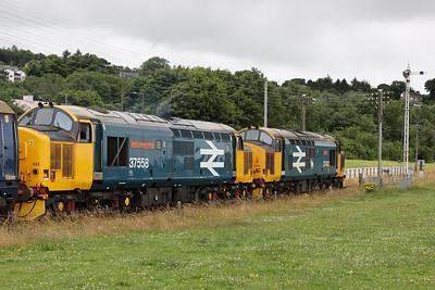 37424 aka 37558 Avro Vulcan XH558 and 37403 Isle of Mull