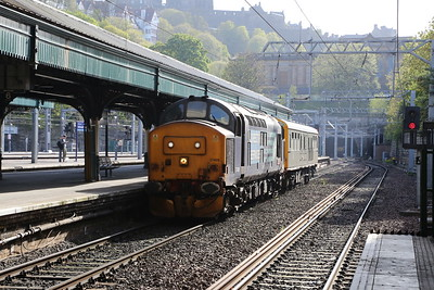 37409 and 975025 Caroline arrive at Waverley with 2Z02 Inverness - Edinburgh via Aberdeen.   Terminated here and ran ECS to Motherwell whilst the suits went off for a night on the town and a posh hotel....