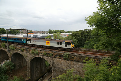 92041 crosses Slateford viaduct with 1Z66 Crewe - Edinburgh which started from Stockport