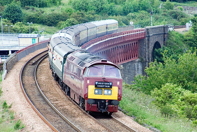 D1015 heads for Edinburgh at Jamestown Viaduct
