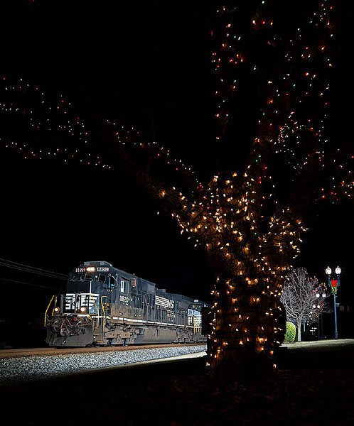 Norfolk Southern D9-40C leads a southbound freight train thru Landis,NC on 12/24/12.