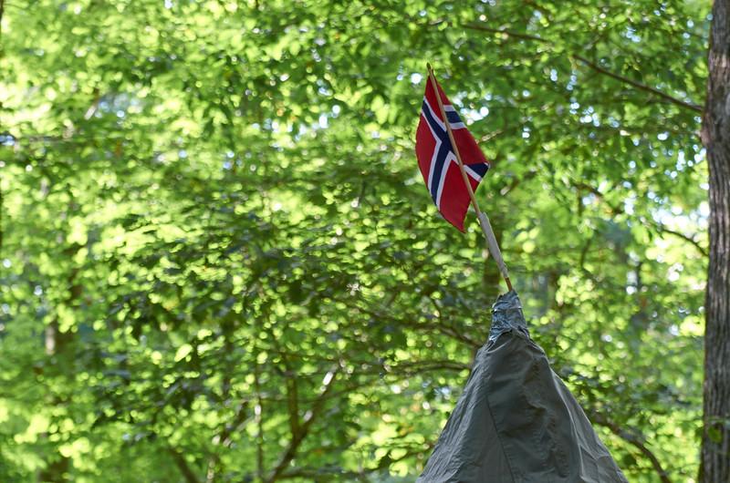Chacun plante son drapeau partout.