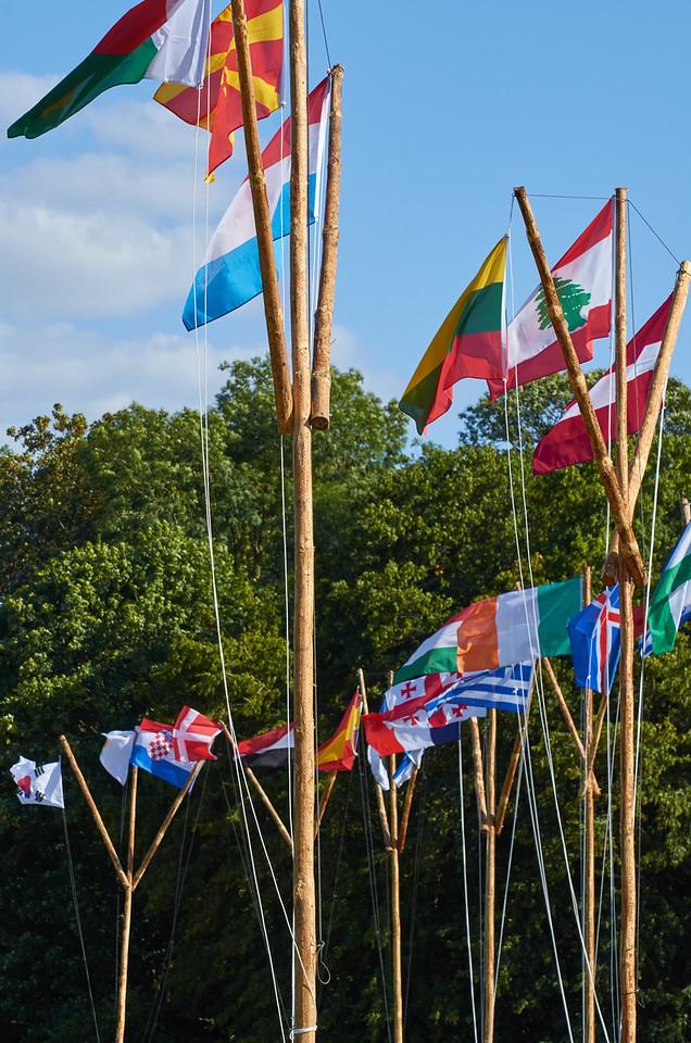 Les drapeaux testés en haut des mats
