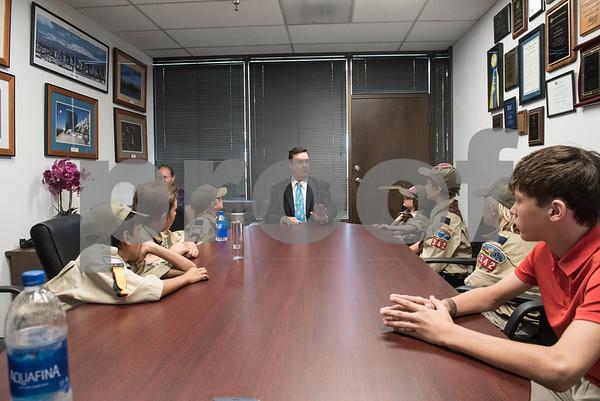 WEBELOS 2 Cupcakes meet Senator Joel Anderson