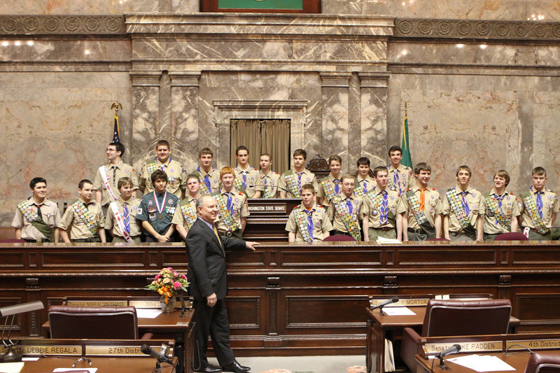 Senator Mike Hewitt with Eagle Scouts (8112)