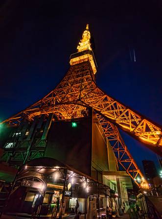 Looking up Tokyo Tower