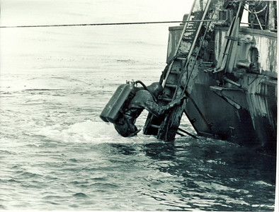 Oil Tanker SS ARROW Oil Recovery Job 1970Bubbling air was used to keep oil away from the stern and the diving ladder.