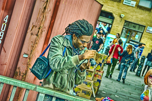 Street Photography : A Good Photographer At Work