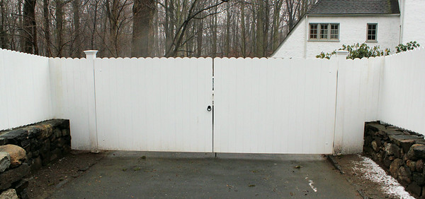 177 - 385539 - Greenwich CT - Custom Board Fence