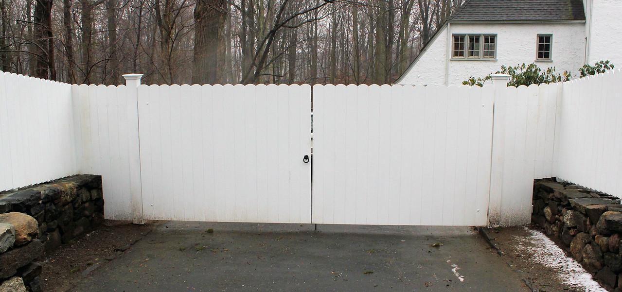 177 - 385539 - Greenwich CT - Custom Board Fence