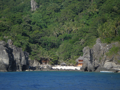 Apo Island resort tucked away in a cove.
