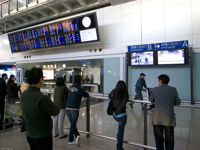 Neat idea at HKG - video of who is in Arrivals area