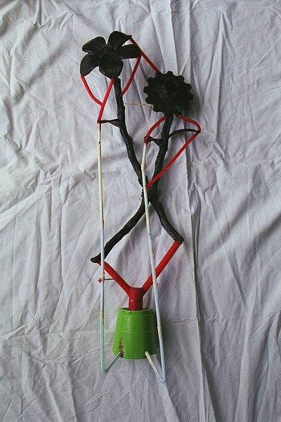 <h2>Gear and Flower Opposition? wax model for bronze casting</h2>Sprues (red colored wax), vents (straws), and cup are used in pouring process