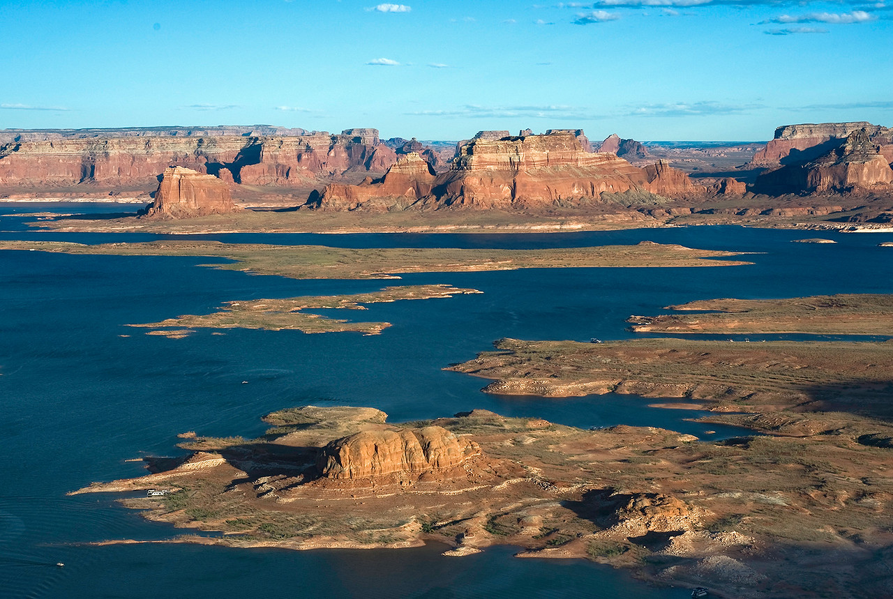 Alstrom Point overlooking Lake Powell. To visualize the scale of the landscape, observe the several houseboats floating in the water.