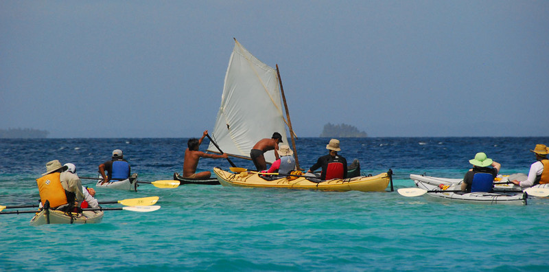 One day we encountered this Kuna dugout canoe with a sail.