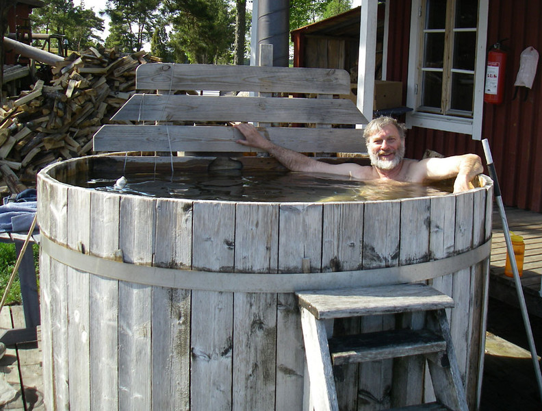 Best of all, the farmer has a wood-fired hot tub, which he let us use.  He also has a bastu (sauna) in the building just behind me, but I prefer hot tubs.  You still have to alternate between the hot tub or sauna and jumping into the ice-cold ocean a few feet away.