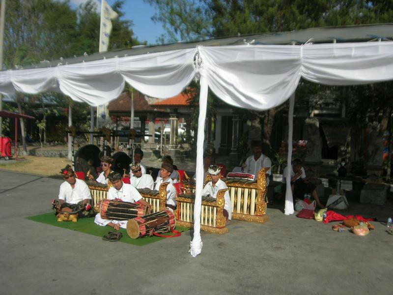 Benoa welcoming  band