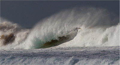 Breaking wave (El Cotillo, Fuerteventura)