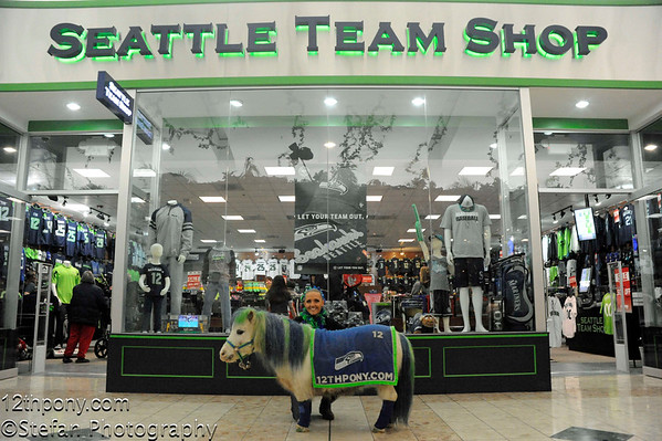 01-13-2015 Seahawks Event At South Center with Sarah & Wilson the 12th Pony