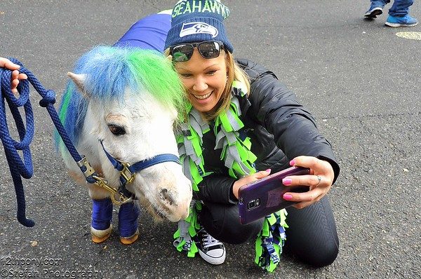 12-20-2015 Seahawks vs Browns Tailgating with Wilson the 12th Pony