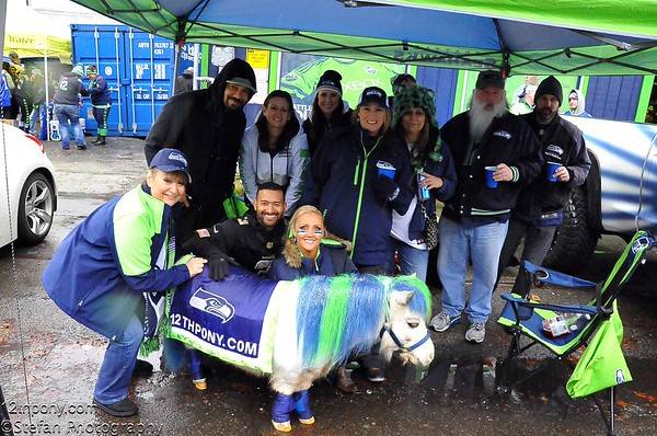 12-27-2015 Seahawks vs Rams Tailgating with Wilson the 12th Pony