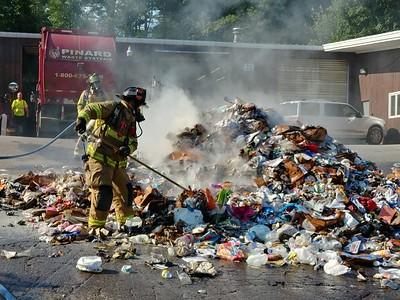 Trash truck fire on West River Road in Hooksett, NH on August 8, 2018. Video: https://youtu.be/uYJKhkiBeUs