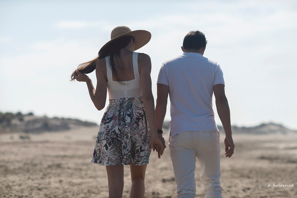 Photo couple Montpellier sur la plage - Philippe Holderied Photographe
