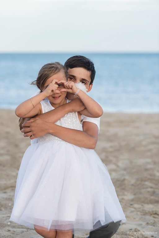 Shooting photos pro d'enfants sur la plage