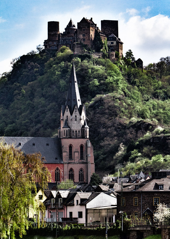 Oberwesel am Rhein with Schönburg above
