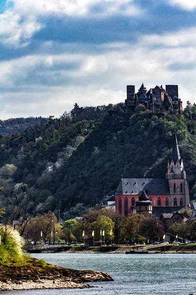 Oberwesel am Rhein with Schönburg above