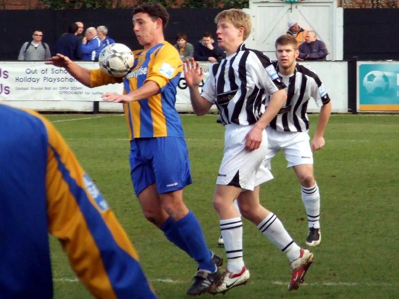 <CENTER>Craig Radcliffe about to challenge James Taylor</CENTER>