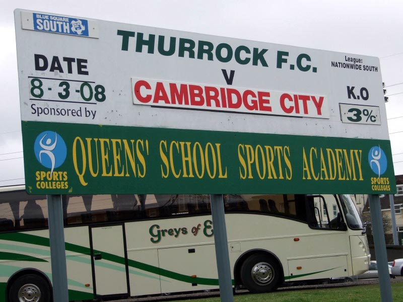 <CENTER>A nice sign with the team bus behind</CENTER>