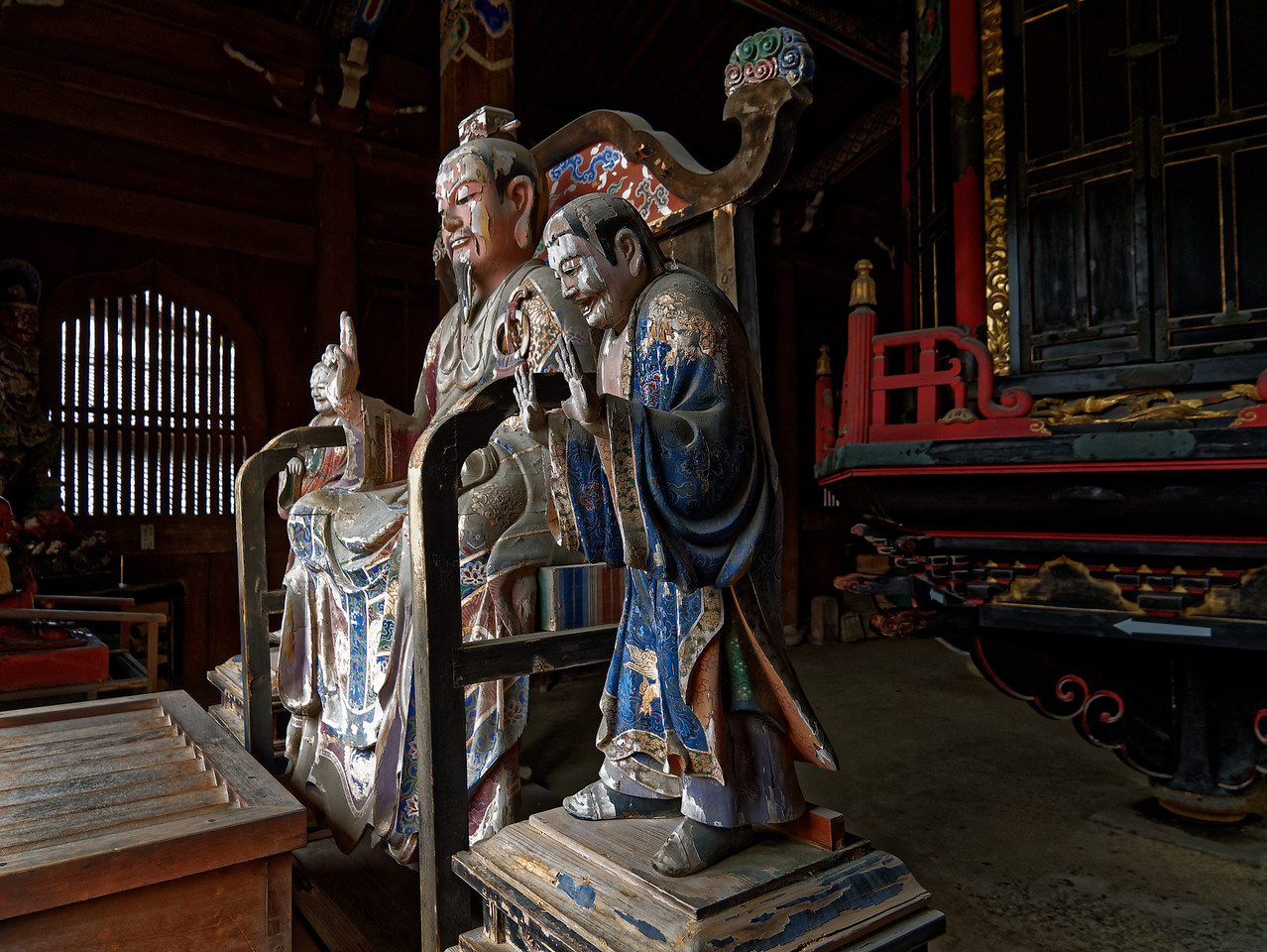 Fu Daishi, Master Fu, and his sons wear Chinese Tang Dynasty attire.