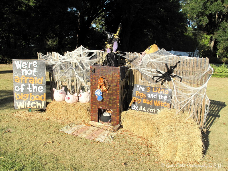 """SCARECROW EXTRAVAGANZA""<br /> <br /> Winner of the ""Best of Schools"" by Humphreys Academy First Grade <br /> <br /> Wister Gardens<br /> Belzoni, MS"