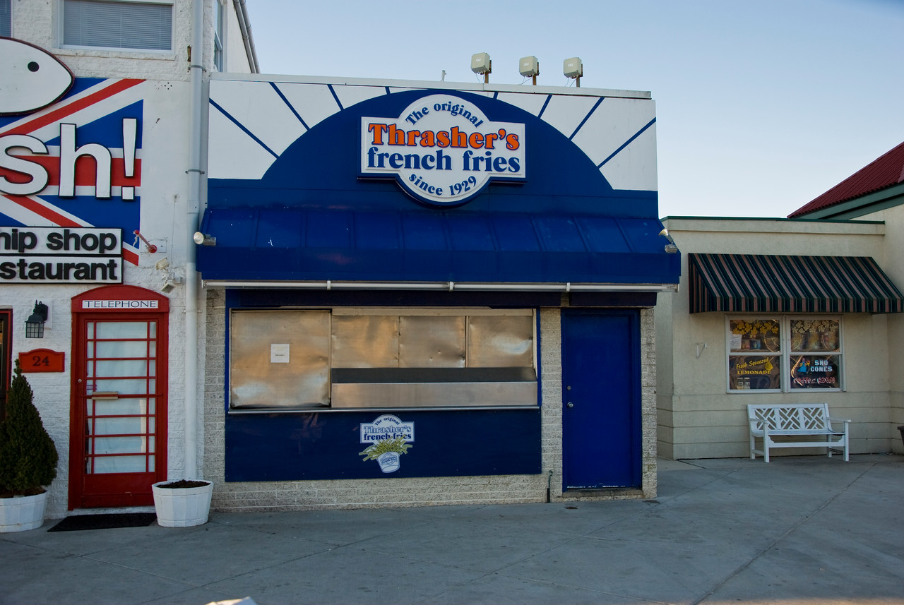 Ahh, Thrasher's Fries; nobody can come to the beach without getting a tub!  Unfortunately they weren't open just yet.