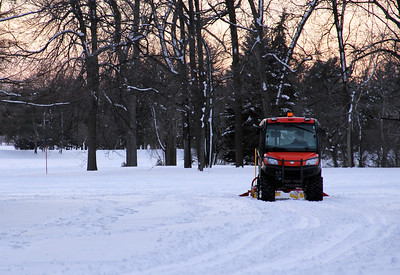 Making Cross-Country Skiing Tracks