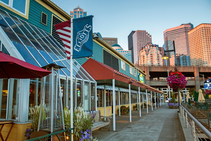 Sunset at Elliott's Oyster House in Seattle