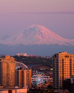 Rainier behind Seattle
