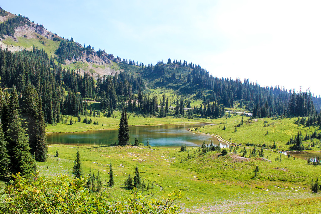 perfect lakes on your mt rainier day tour