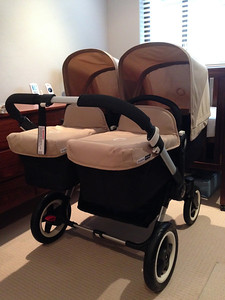 Setting up the new twin pram before the babies comes home