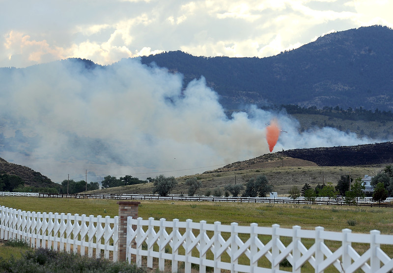 An airplane drops fire retardant on the Sedona Hills fire west of Berthoud on Friday, July 22, 2016. (Photo by Jenny Sparks/Loveland Reporter-Herald)